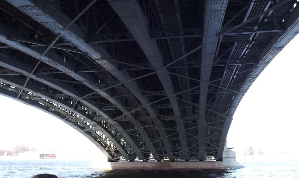 Eine Brücke
